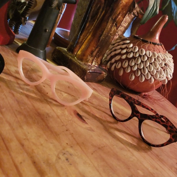4de0e1facb14 Betsey Johnson Cateye readers +2.00